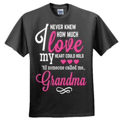 I NEVER KNEW HOW MUCH LOVE MY HEART COULD HOLD TIL SOMEONE CALLED ME GRANDMA - Adult Tshirt