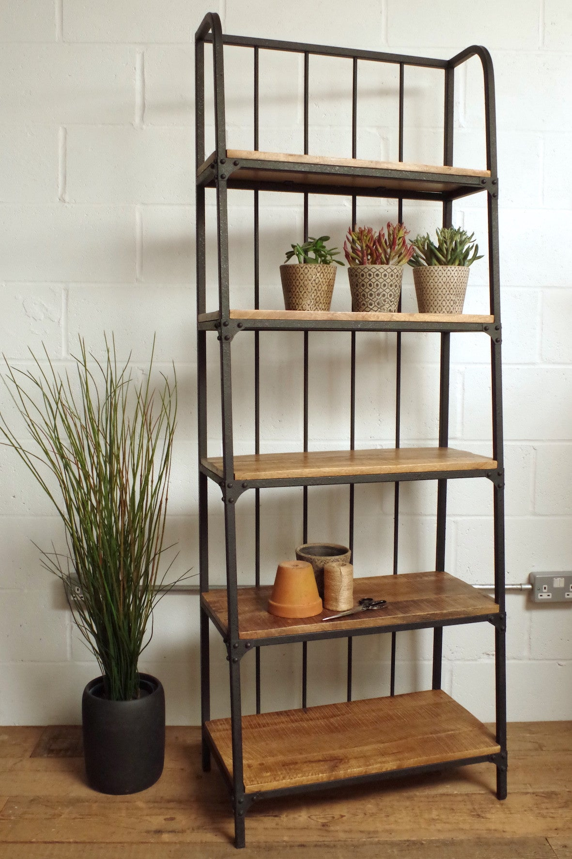 Famous Industrial Ladder Shelf – Vincent and Barn HW37
