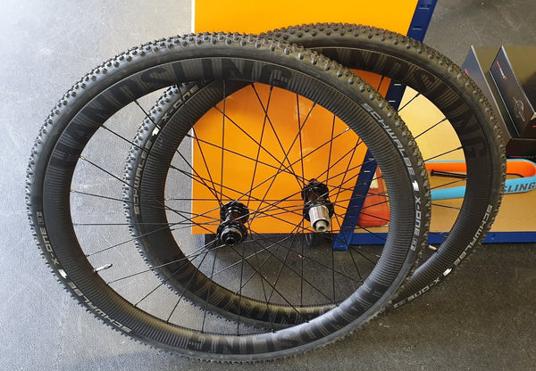 Handsling Hookless Tubeless Wheels with cyclocross tyres