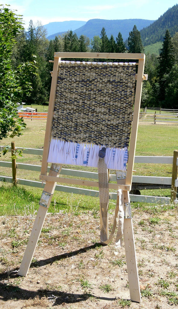 Charming Build Your Own Rag Rug Loom   Downloadable Plans
