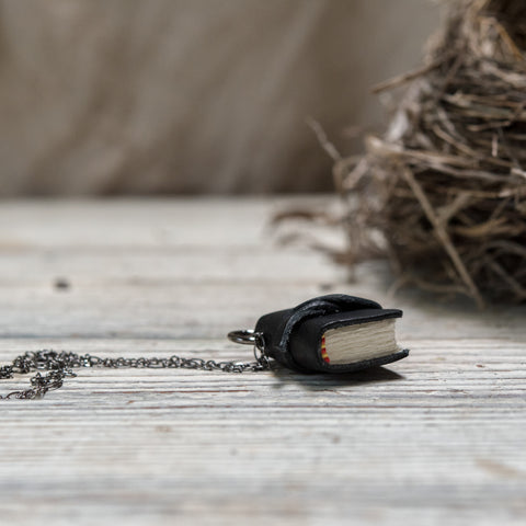 The Jackson Book Necklace (black) with Tie
