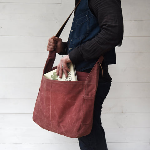 The Large Finch Satchel