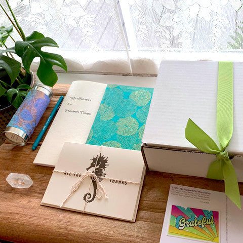 the paper seahorse little box of calm