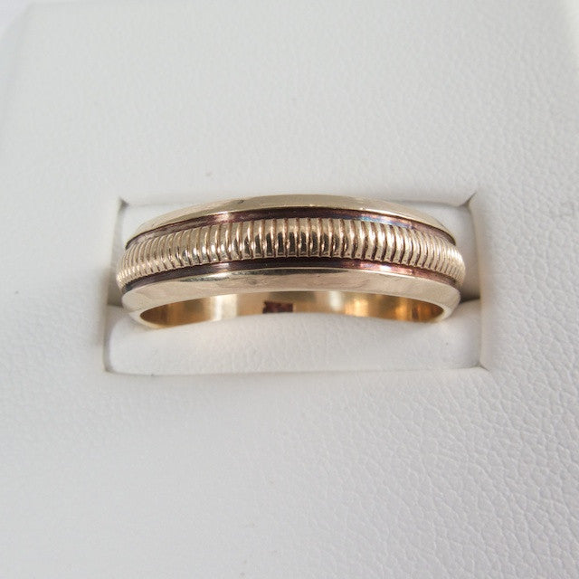 1940's Ribbed Pattern 14kt Yellow Gold Ring