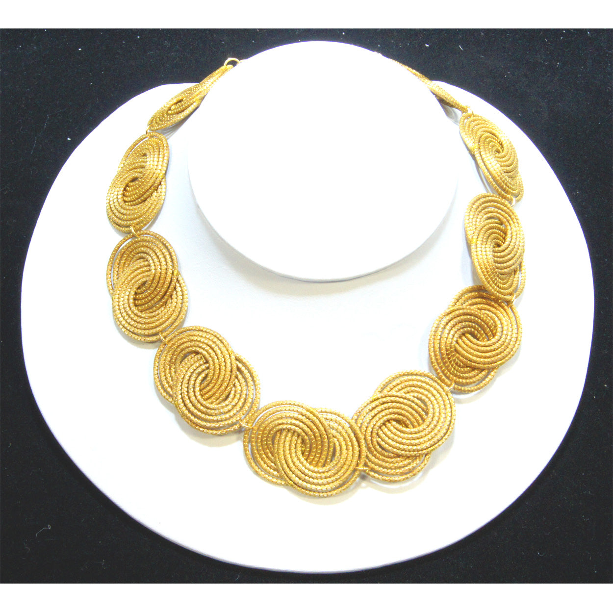Interlocking Choker
