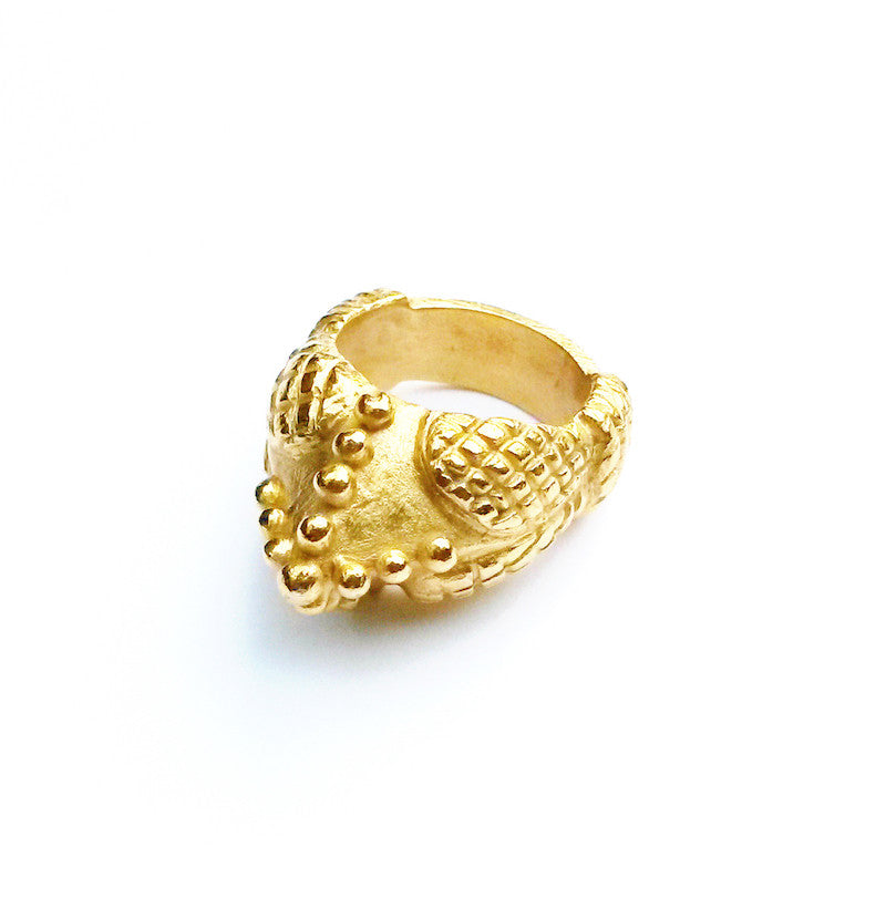 The Akan Crown ring is inspired by the antique gold jewellery from the Baule Akans, an ethnic group from Ivory Coast.