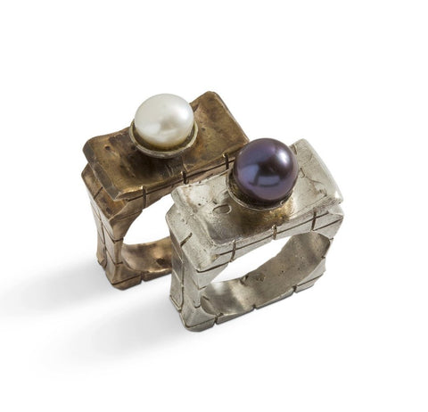 Queen Pearl Ring by Simone Vera Bath - Art Jewellery Store: Song of Jewellery