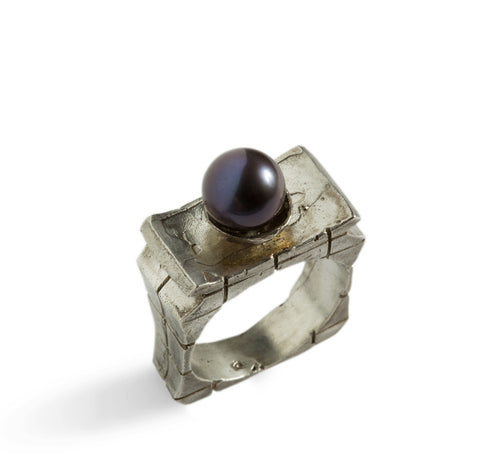 Queen Pearl Ring