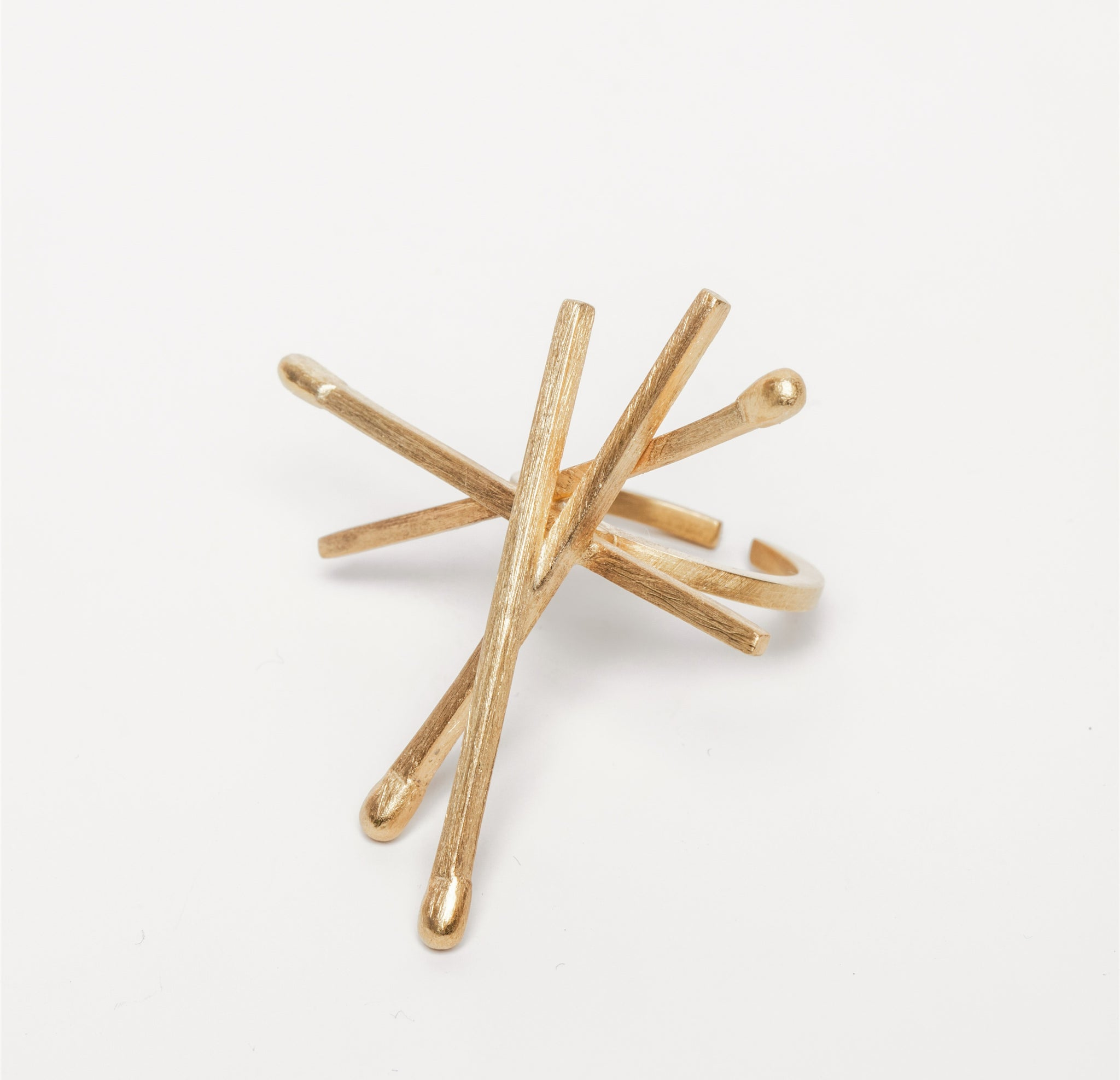 Gold plated sterling silver geometric ring. The ring weighs 8.8 gr and is part of Leonor Silva's Keep Hot jewellery collection
