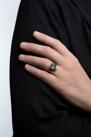 Intertwined Oxidised Silver Swan Feather Ring by Aurum - Art Jewellery Store: Song of Jewellery