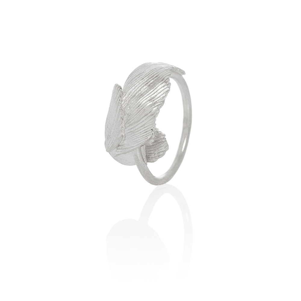 Intertwined Silver Swan Feather Ring by Aurum - Art Jewellery Store: Song of Jewellery