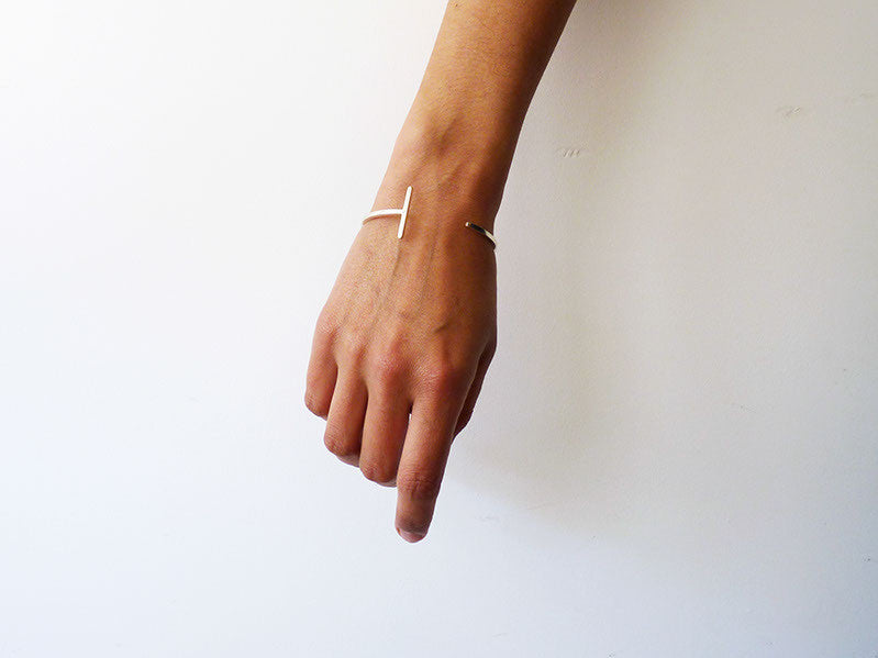 Minimalist Bangle in Silver or Gold - Articular Collection by Ana Pina - Art Jewellery Store: Song of Jewellery