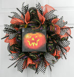Flickering Jack-O'-Lantern Wreath