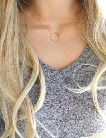Gold circle necklace (petite)