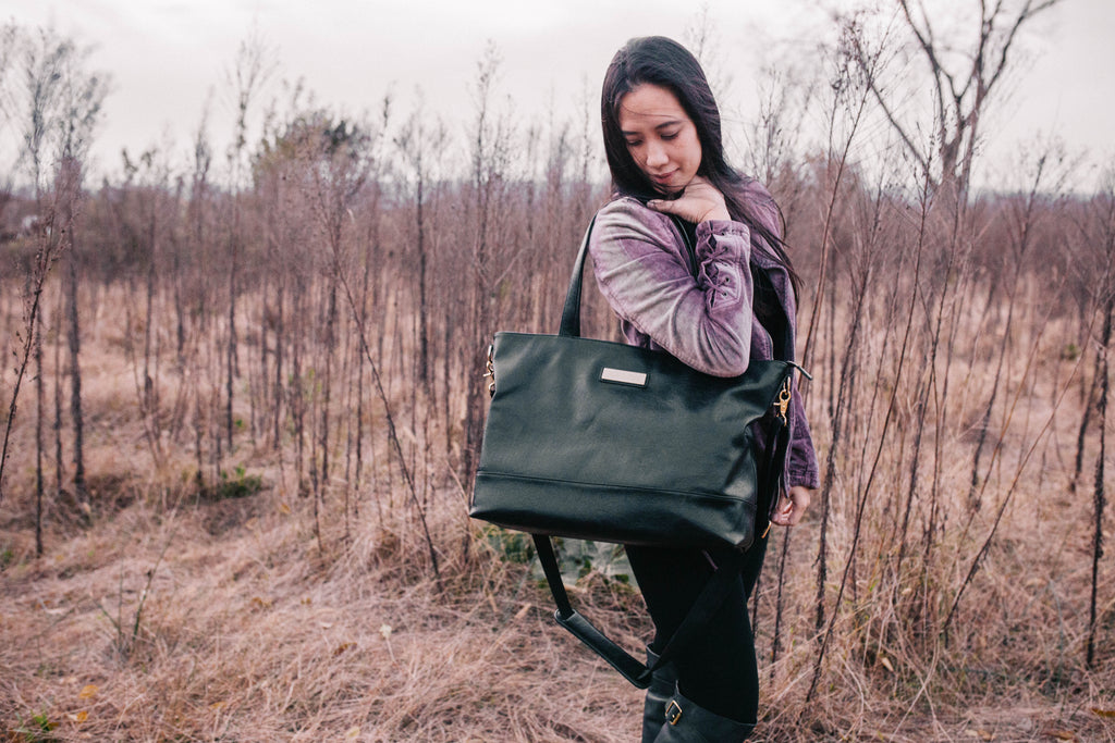 NEW-  Obsidian Black-The Roam and Rise Carryall