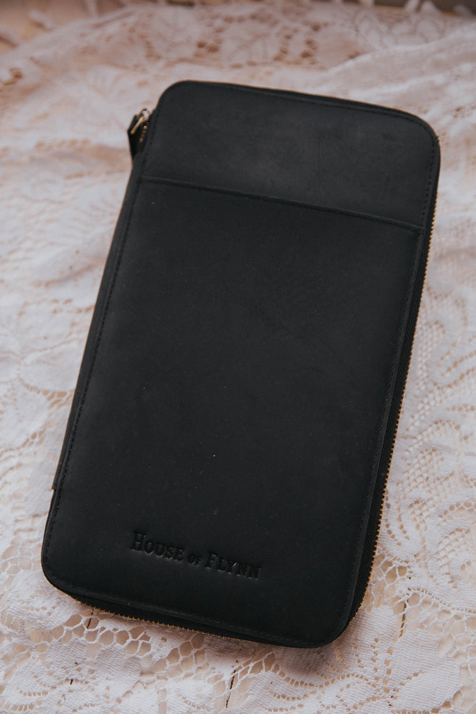 Black Leather/Black Fable Fable interior Traveler's Wallet