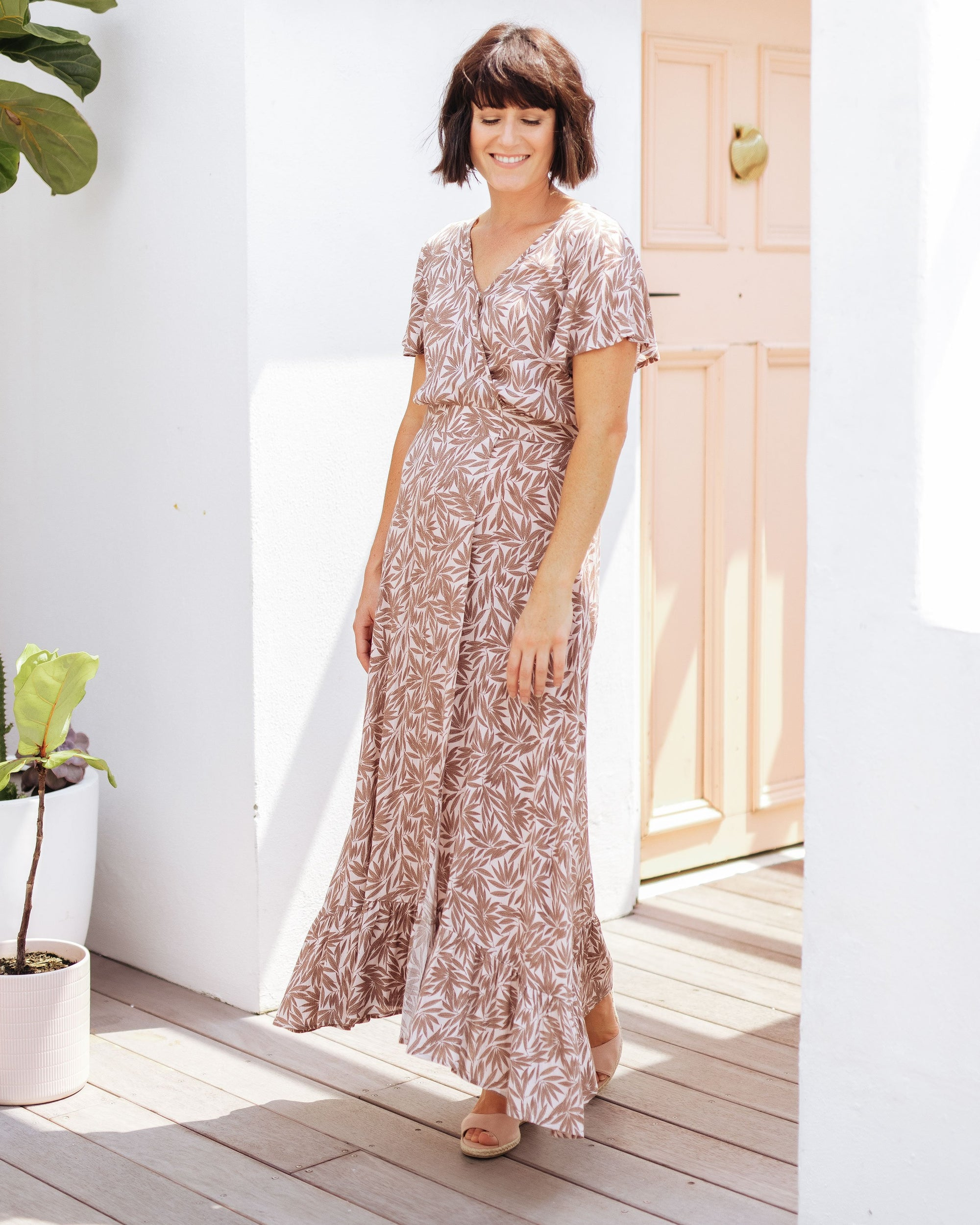 Trans-Seasonal Breastfeeding-Friendly Maxi Dresses   |   MOOLK