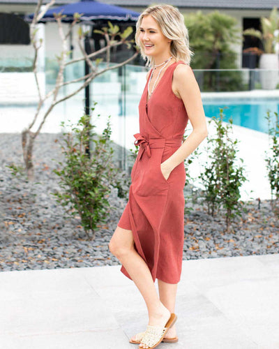 Luxe Linen Breastfeeding Friendly Dresses | MOOLK