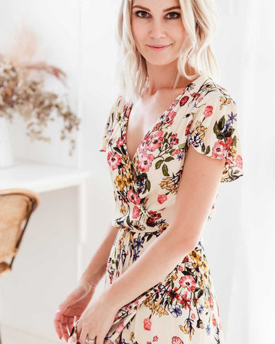 Casual wrap front dresses perfect for breastfeeding   |   MOOLK