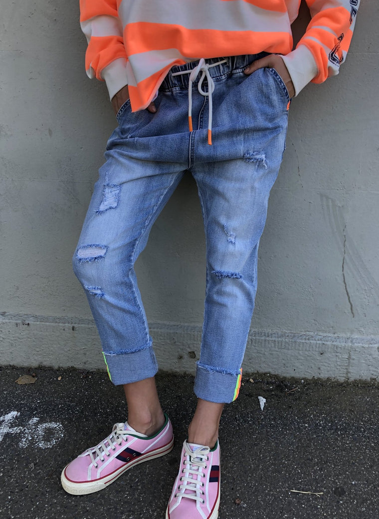 DISTRESSED JOGGER JEAN