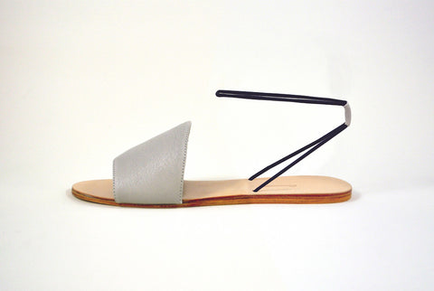 Refero Elastic Strap Sandal in Beige/Black