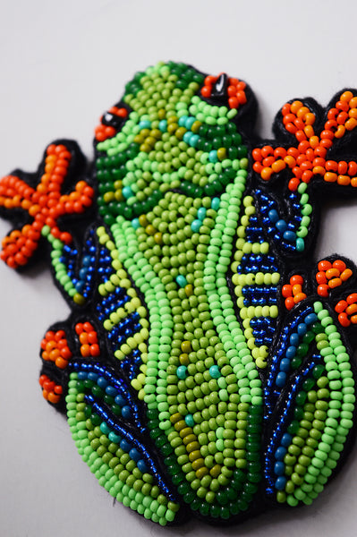 "Unisex oversized pin with green tree frog ""I Stick to It"""