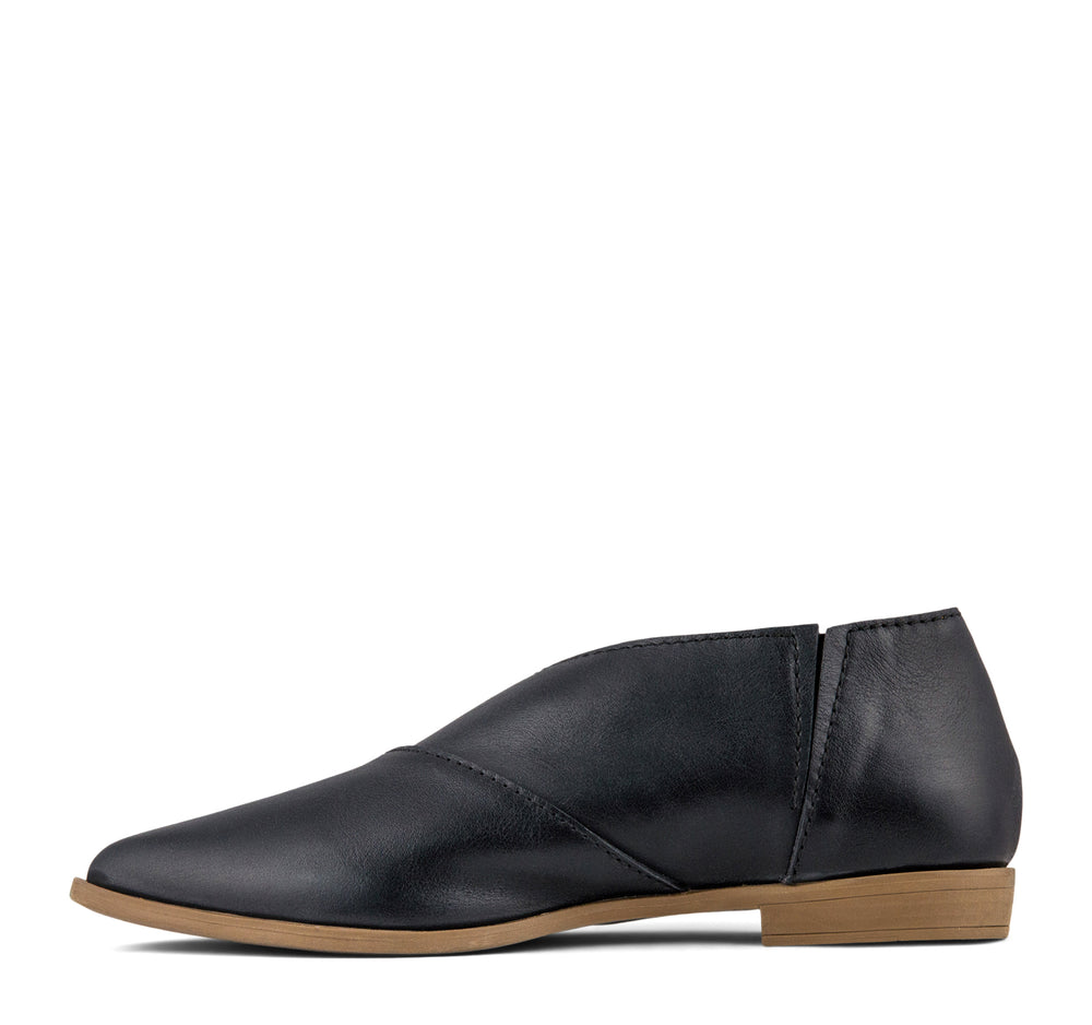 Bueno Blake Women's Flat in Black