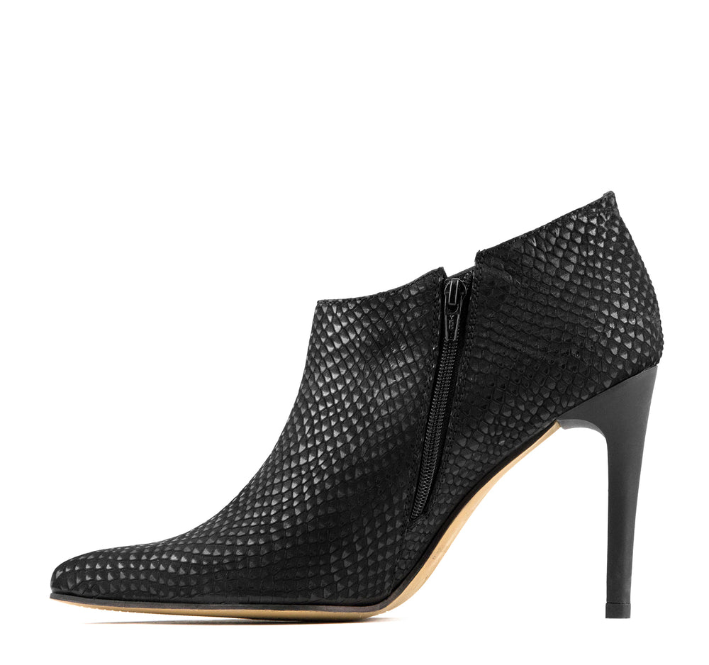 Stivali Cerinza Boot in Black - Stivali - On The EDGE