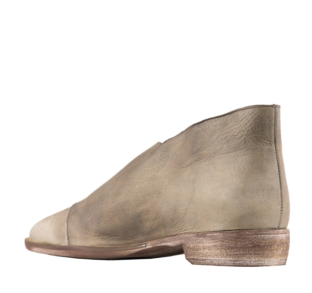 Free People Royale Flat in Grey - Free People - On The EDGE