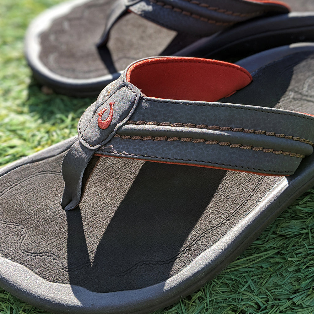 Olukai Hokua Sandal in Dark Java - Olukai - On The EDGE