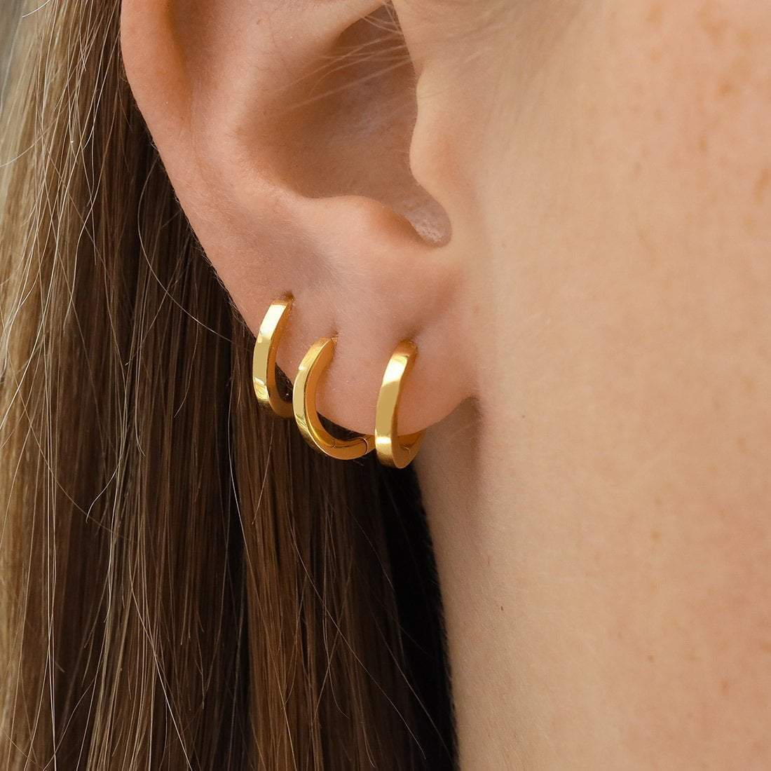 Midsummer Star Earrings Gold Huggie