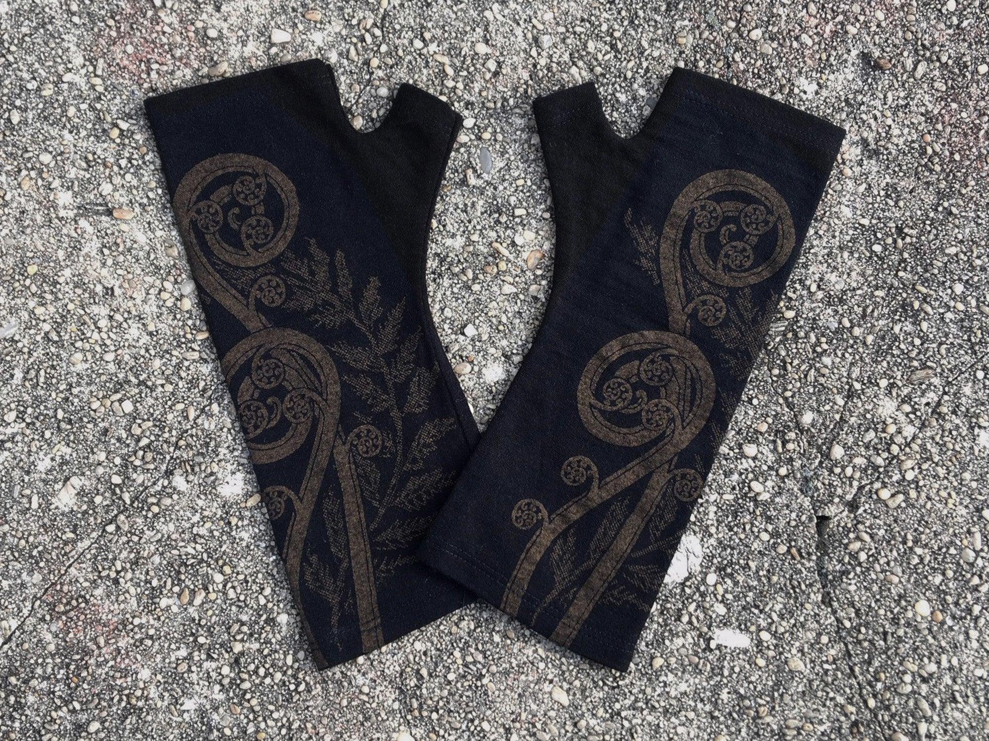 Black fern koru merino gloves