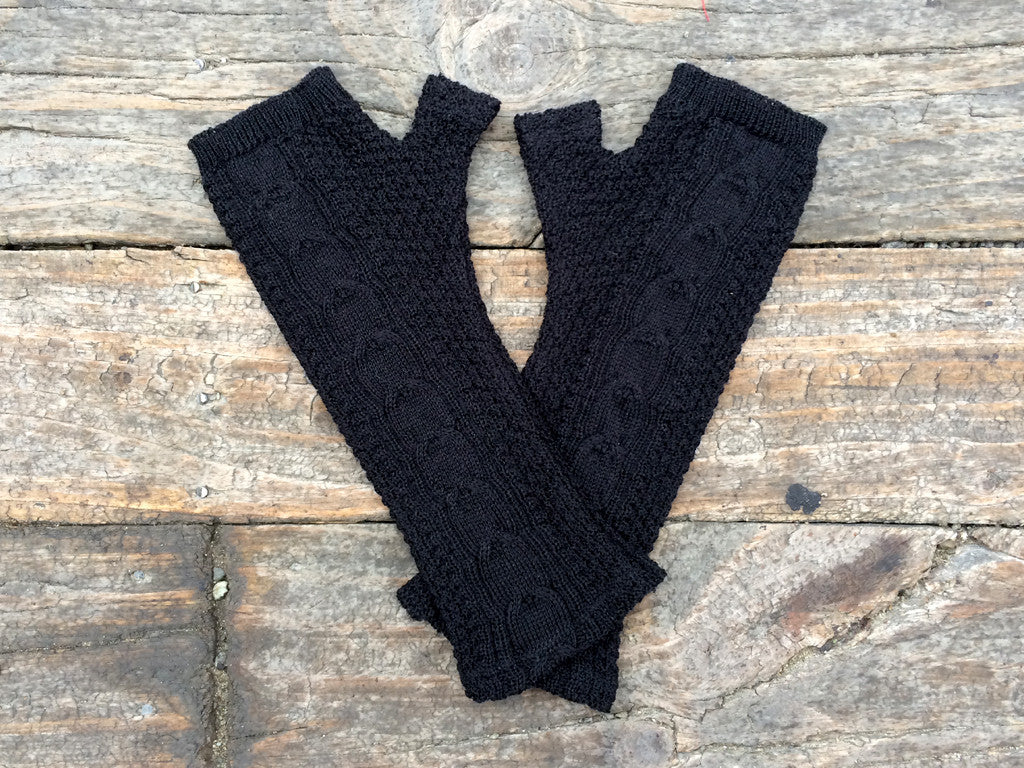Black cable knit merino gloves