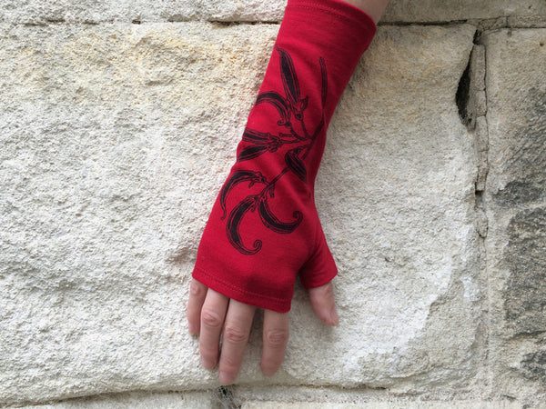 Red flax merino gloves