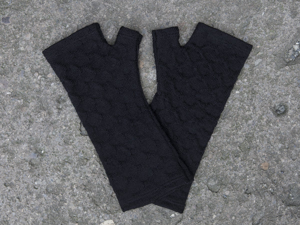 Black textured merino gloves