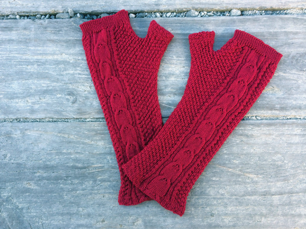 Pink cable knit merino gloves