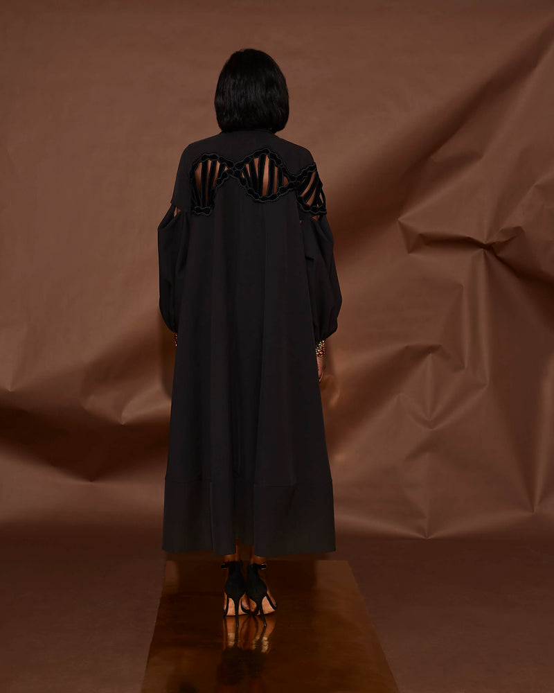 LONG SLEEVED CAPE DRESS[PREORDER]