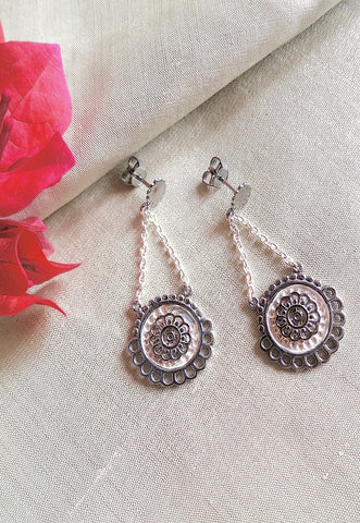 Elegant fun dangling chain earrings with black rhodium plated detailing (PBS-4734-ER)
