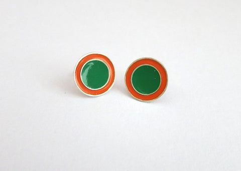 Chic round bi colour enamel studs (PB-2529-ER)  Earrings Sterling silver handcrafted jewellery. 925 pure silver jewellery. Earrings, nose pins, rings, necklaces, cufflinks, pendants, jhumkas, gold plated, bidri, gemstone jewellery. Handmade in India, fair trade, artisan jewellery.