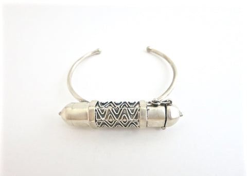 Stunning, tribal chic, hexagon tubular sterling silver amuletic bracelet (PB-1363-B)