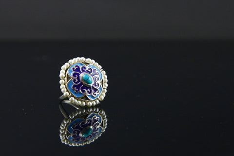 Stunning, Mughal-inspired, round enamel ring with turquoise and pearls