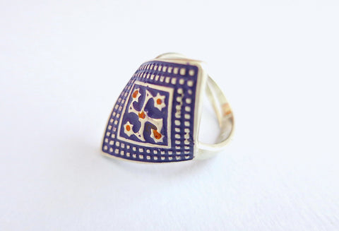 Elegant unique diamond shape wrap enamel work Multani ring (PB-9397-R)  Ring Sterling silver handcrafted jewellery. 925 pure silver jewellery. Earrings, nose pins, rings, necklaces, cufflinks, pendants, jhumkas, gold plated, bidri, gemstone jewellery. Handmade in India, fair trade, artisan jewellery.