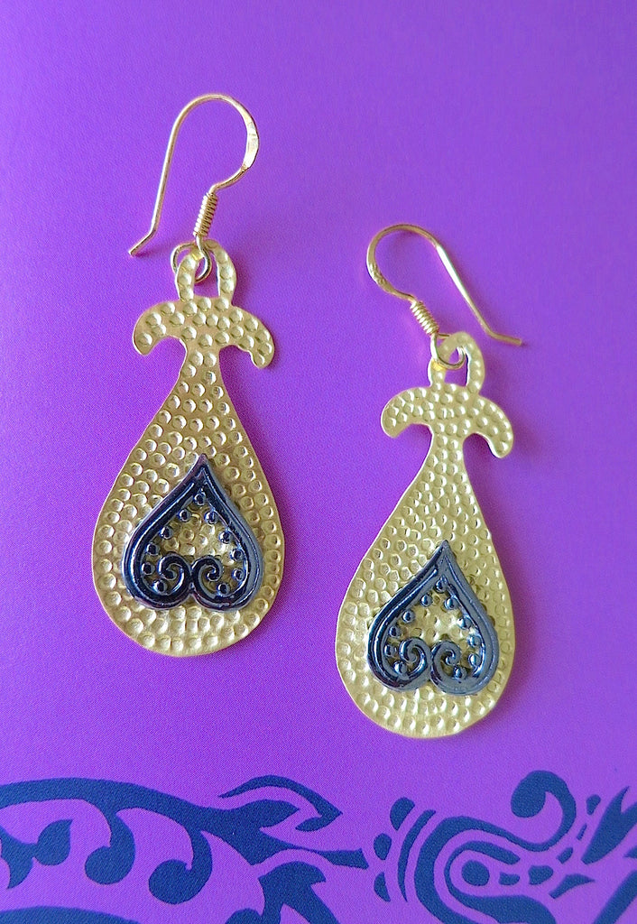 Turkish hammer finish gold plated earrings with mehndi inspired black rhodium plated detailing (PBS-4741-ER) - Lai - 1