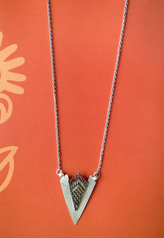 Artistic, arrowhead shape pendant necklace with black rhodium plated detailing
