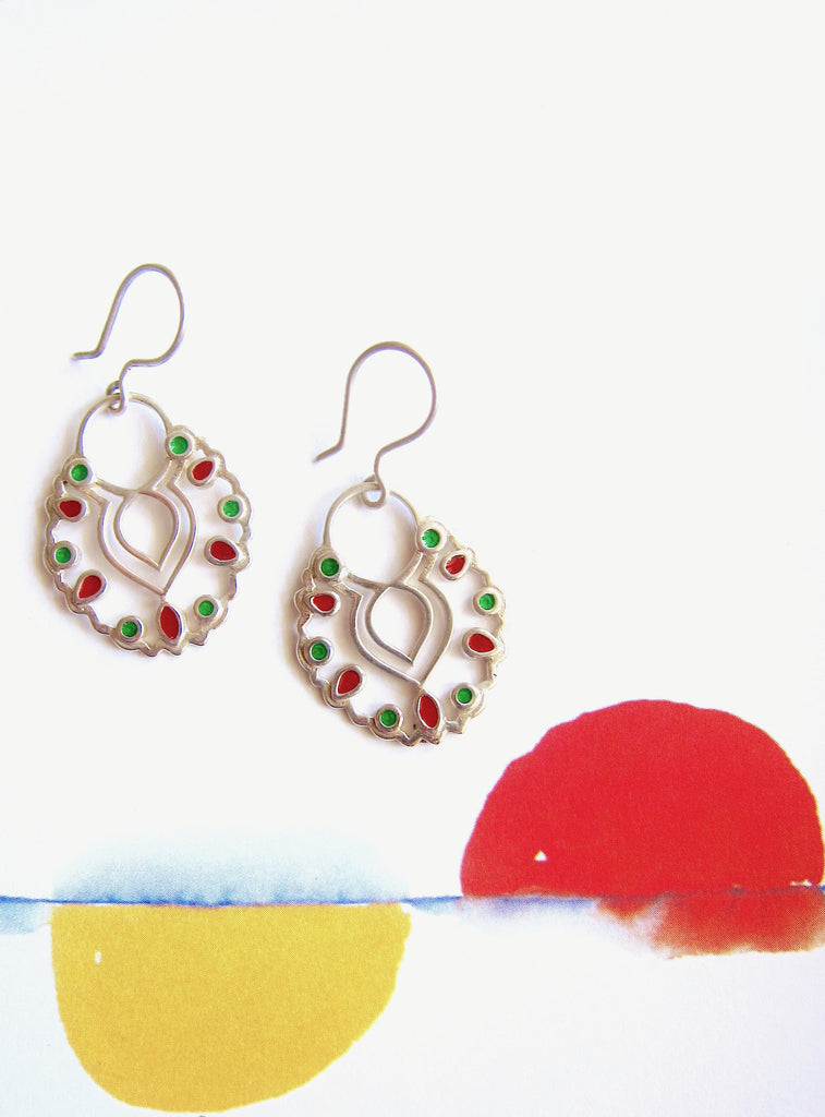 Gorgeous scallop outline enamel earrings (PB-4195-ER)  Earrings Sterling silver handcrafted jewellery. 925 pure silver jewellery. Earrings, nose pins, rings, necklaces, cufflinks, pendants, jhumkas, gold plated, bidri, gemstone jewellery. Handmade in India, fair trade, artisan jewellery.