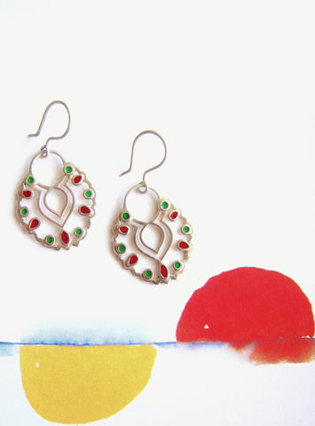 Gorgeous, scallop outline dangling enamel earrings