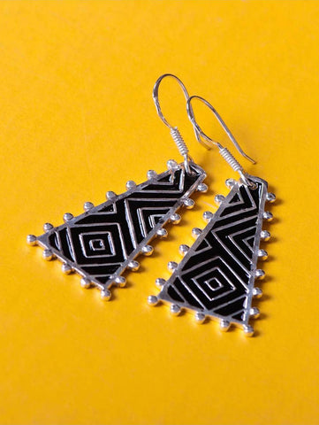 Chic triangular earrings with fine hand painted black enamel work (PB-4969-ER)  Earrings Sterling silver handcrafted jewellery. 925 pure silver jewellery. Earrings, nose pins, rings, necklaces, cufflinks, pendants, jhumkas, gold plated, bidri, gemstone jewellery. Handmade in India, fair trade, artisan jewellery.