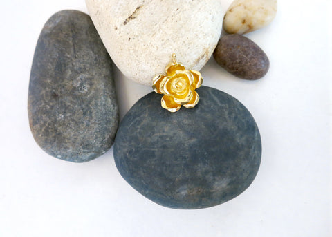Beautiful, sculptured, gold plated rose pendant (PBE-1027-P)