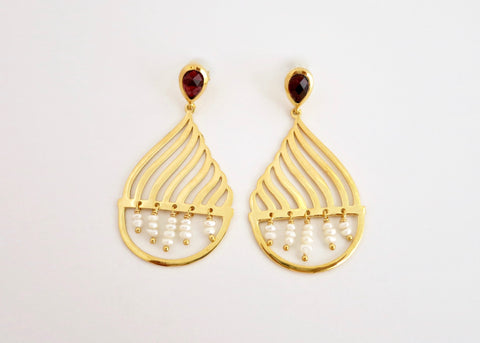 Magical, gold plated dancing 'jhalar' pearl earrings [PB-11092-ER (G)]