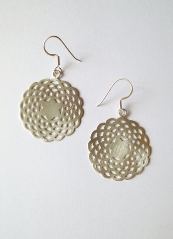 Elegant simple scallop cut out earrings in satin polish (HE1-1328)